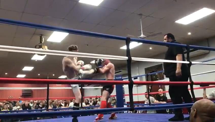 Fight 4 Brad Wood vs Peter Quinn pt1.00_00_08_28.Still002